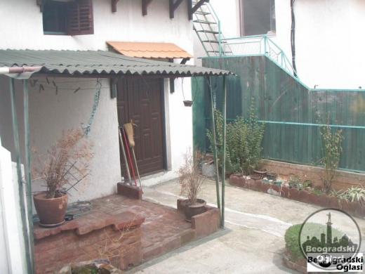 Na prodaju prizemna kuća na Karaburmi