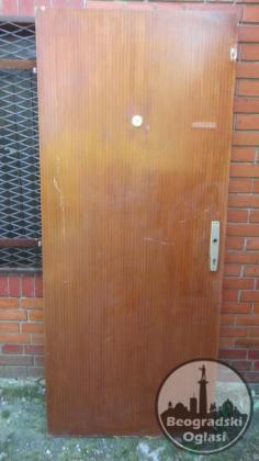Ulazna vrata sa bravom