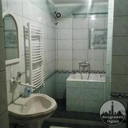 Izdajem  stan u centru Leskovca