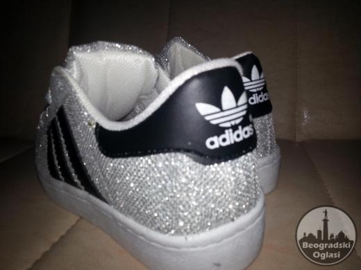 Srebrne i zlatne Adidas superstar