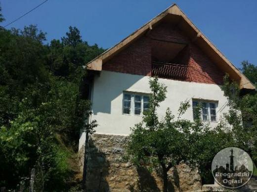 Prodaje se porodicna kuća CENA: 8.000EUR