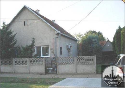 Na prodaju porodična kuća u Staroj Pazovi