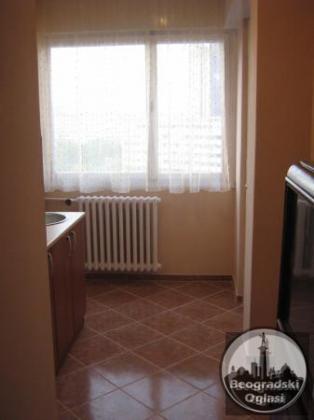 Izdajem jednosoban stan na dobroj lokaciji na Novom Beogradu