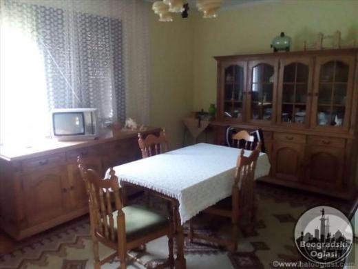 Prodajem kucu i plac na placu od 17,5 ari CENA: 16.000EUR