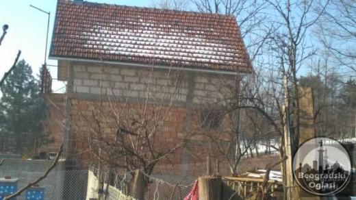 Prodajem kuću 35 km od centra Beograda-12000 evra