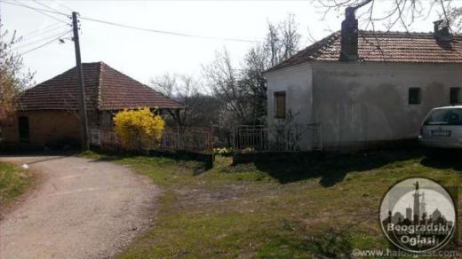 Kompletno seosko domacinstvo u selu