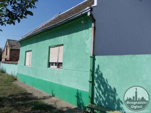 Kuca sa velikim dvoristem na prodaju povrsine 71m2 CENA: 6.500EUR