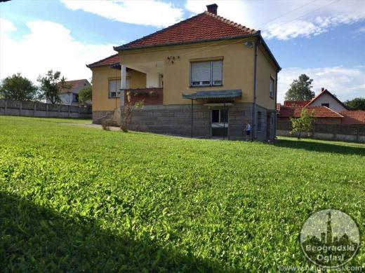 Na prodaju kuca povrsine 150m2 sa pomocnim objektima CENA: 19.500EUR