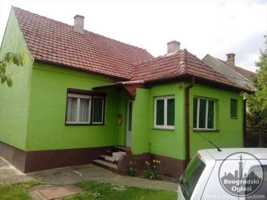 Prodajem kucu povrsine 94m2 sa pomocnim objektima od 78m2 CENA: 15.000EUR