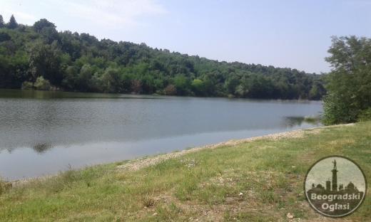 Vikendica pored jezera; 100 m2; 20 ari