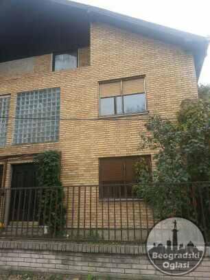 Prodajem kucu i poslovni prostor