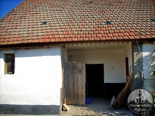 Prodajem kucu na tromedji madjarske,srpske i rumunske granice pogodno i za magacin