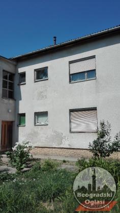 Prodaje se dvosoban stan u Paciru, Blizu centra . 68m2 0621768449 ili 0658198307