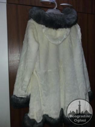 Bundica belo siva od vestackog krzna 40
