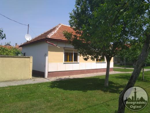 Dvosobna vojvođanska kuća u mirnom kraju Titela