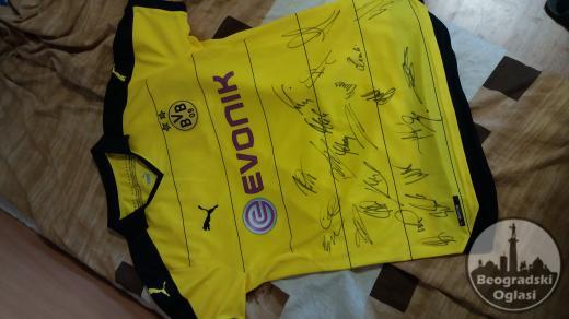 Dres Borusije Dortmund sa potpisima igrača