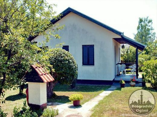 Na prodaju prelepa kuca u Beogradu na placu od 10 ari CENA: 14.500EUR
