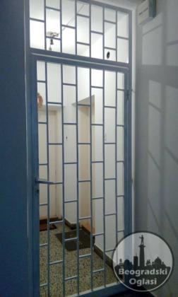 Metalne vrata resetke za ulaz u zgradu