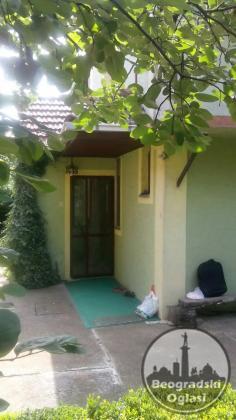 Lepa porodična spratna kuća 136 kv i garaža