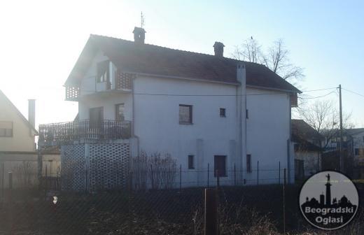 UKNJIŽENA KUĆA 350 m2 u Vinči blizu škole, na 11 ari
