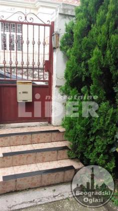 Kuća 320m2 sa tri ulaza i četiri stana ID#94396