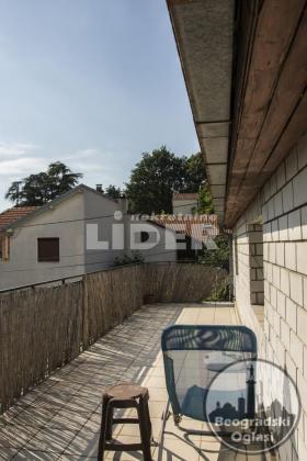 Kuća u zajedničkom dvorištu, do ulice ID#85420