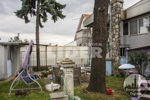 Zasebna kuća na placu na 2 nivoa i 5 ulaza ID#93912