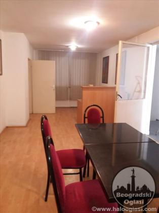Izdaje se poslovno-magacinski prostor-N.Beograd