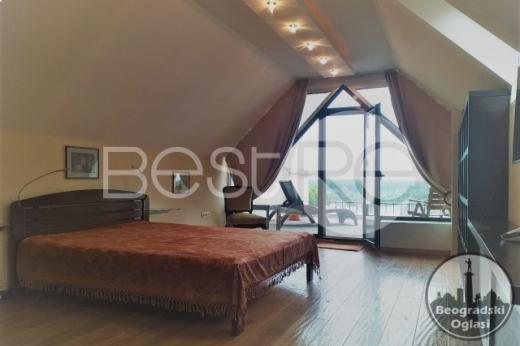 Prelepa kuća u Zemunu s pogledom na Dunav