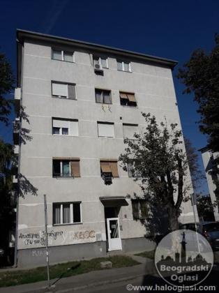 Prodajem stan-Karaburma