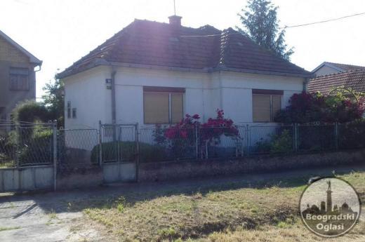 Dve kuće na istom placu u Inđiji