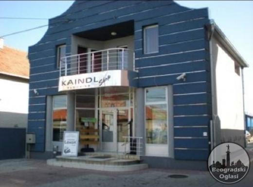 Prodajem poslovnu zgradu sa magacinskim prostorom