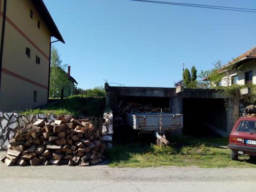 Centar Despotovca - plac sa započetom kućom