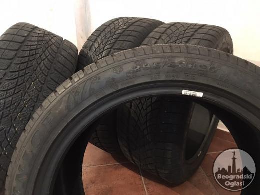 Četiri zimske Dunlop gume