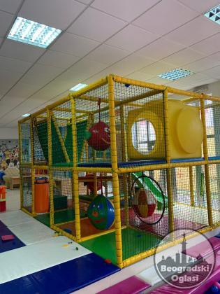 Prodajem kompletan inventar igraonice za decu za površine do 250m2, sve potrebno za početak rada.
