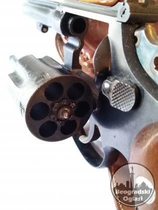 Pistolj Smith & Wesson 38 SPEC.