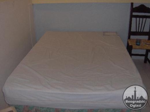 Polovni krevet