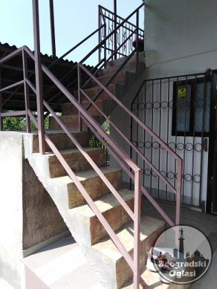 Kuca  180 m2    Novi  Slankamen