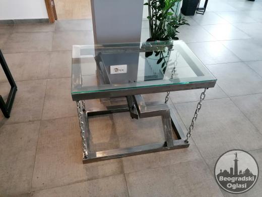 Metalni sto