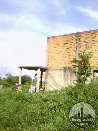 Plac i započeta kuća u Novom Slankamenu