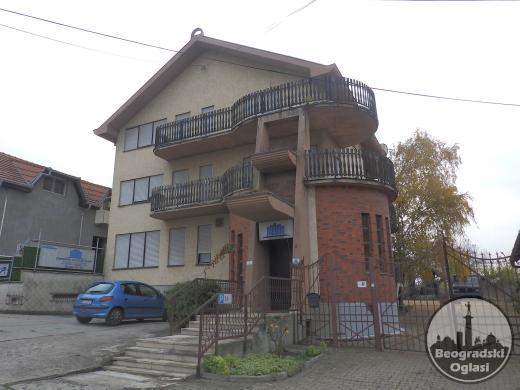 Stambeno poslovni objekat u Sremskoj Kamenici
