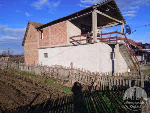 Kuca na prodaju povrsine 120m2 na placu od 14 ari CENA: 15.000EUR