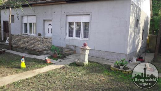 Kuca na prodaju povrsine 130m2 na placu od 9 ari CENA: 18.000EUR