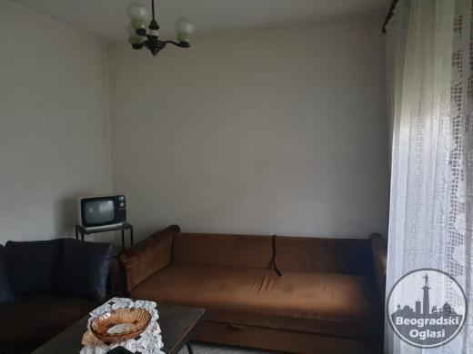 Izdajem trosoban stan u Beogradu