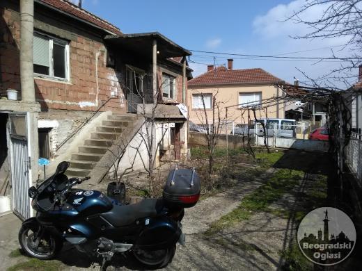 Prodajem kucu u centru Prokuplja