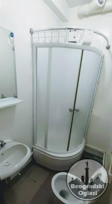 Izdajem NOVE jednokrevetrne sobe u Centru Kragujevac Ul Karadjordjeva