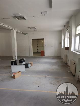 Kancelarije i magacin u poslovnoj zgradi, 390 m2