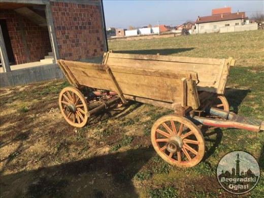Na prodaju etno kola za ukrašavanje dvorišta