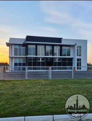 Poslovna zgrada 1104m2 i 150 ari zemljišta Beogradski put