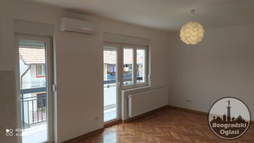 Beograd vlasnik prodaje stan renoviran uknjižen odmah useljiv 66000